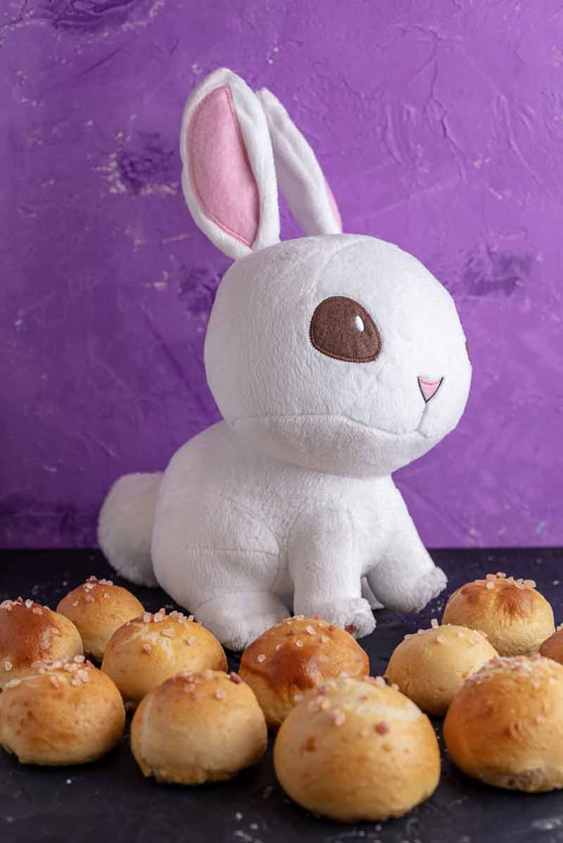 Stuffed Bunny Tail Pretzel Bites
